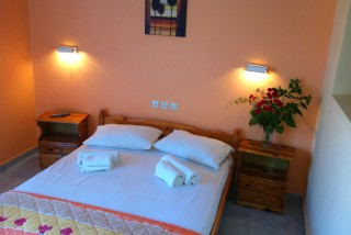 accommodation-faros-studios-bedroom